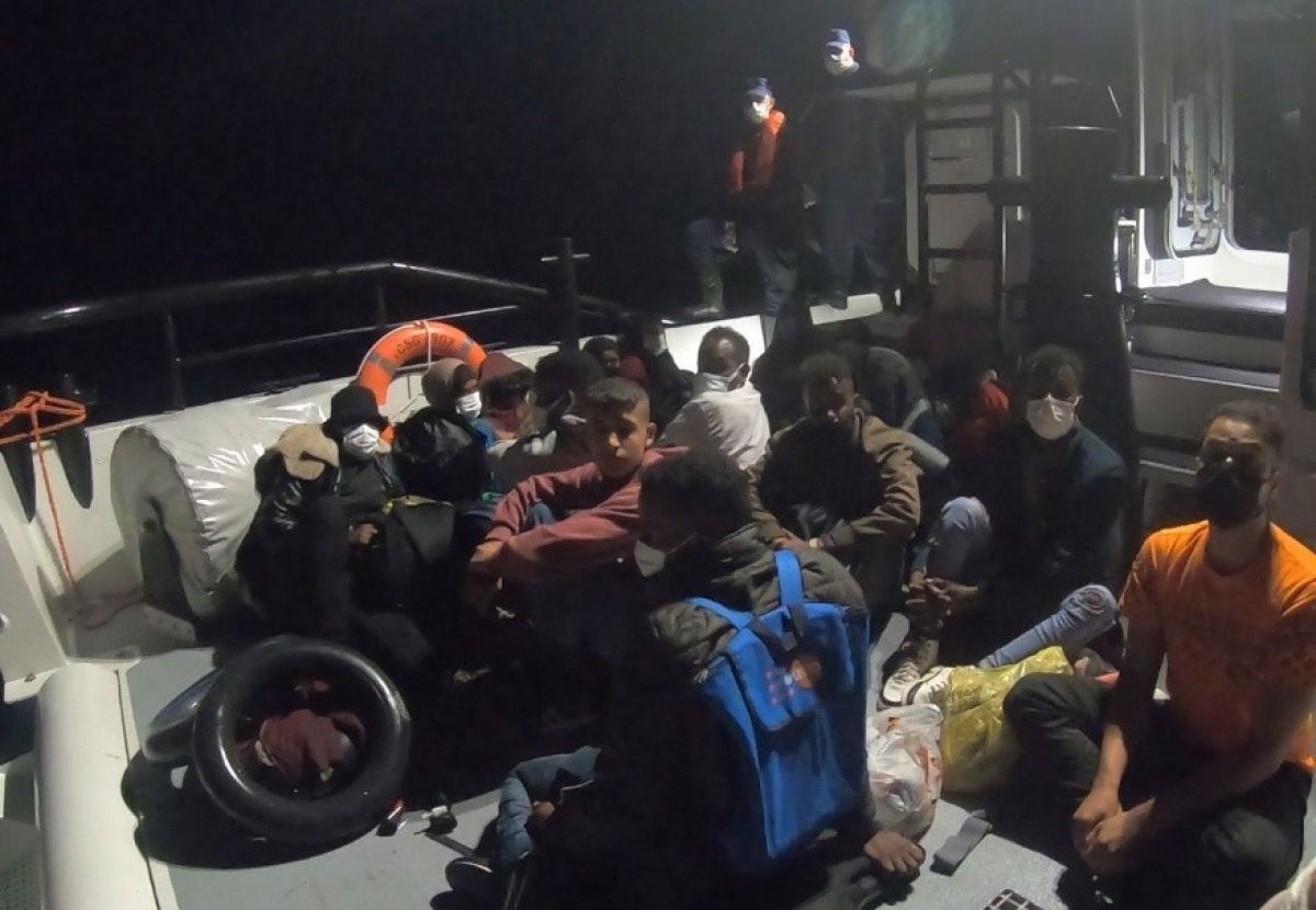 İzmir açıklarında 58 kaçak göçmen kurtarıldı #1