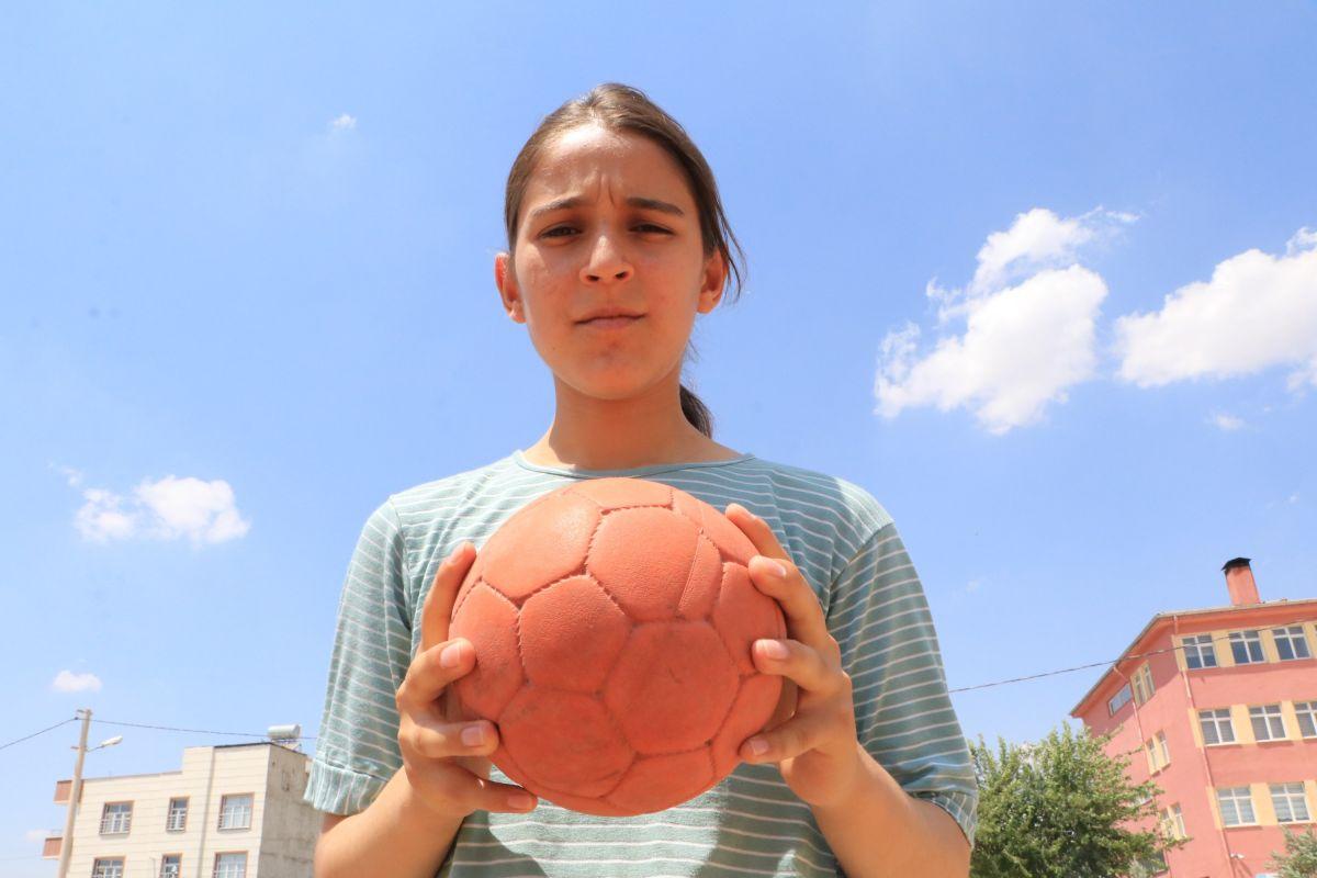 Mehmet Muharrem Kasapoğlu ndan Merve Akpınar a destek #6