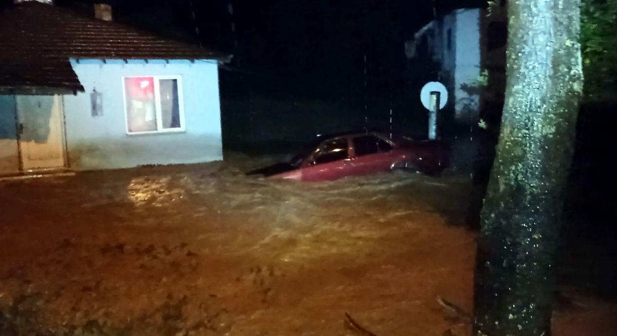 Düzce de sel: Zonguldak yolu çift yönlü kapatıldı #1