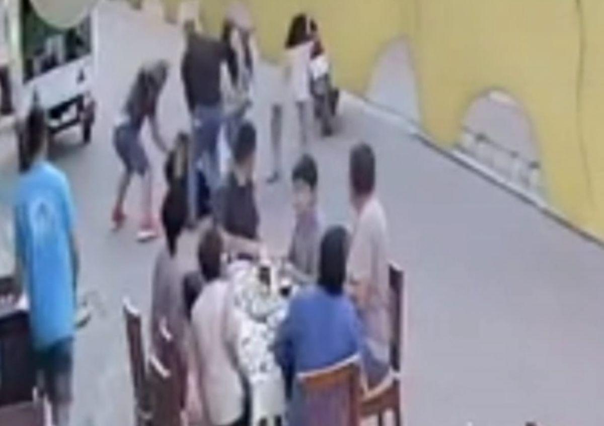 Marmaris te restoranda çıkan kavgada bir kişi öldüresiye dövüldü #1