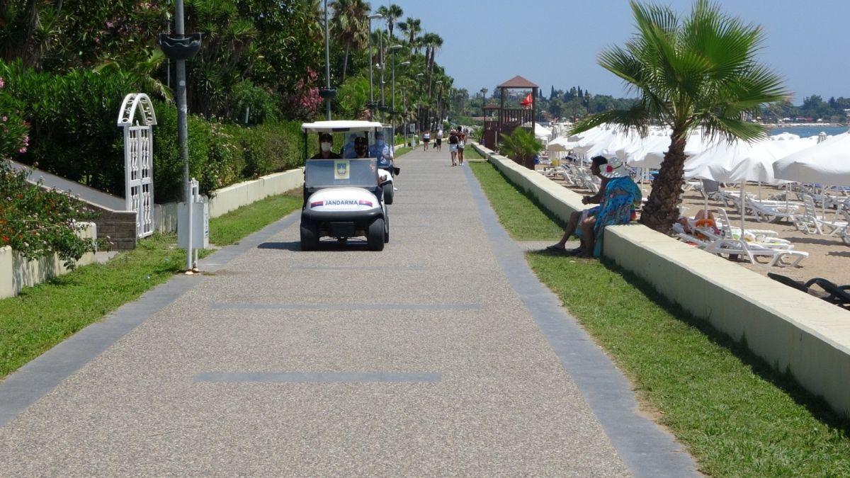 Antalya'da caretta caretta ya eziyet çektiren Rus turistlere ceza #4