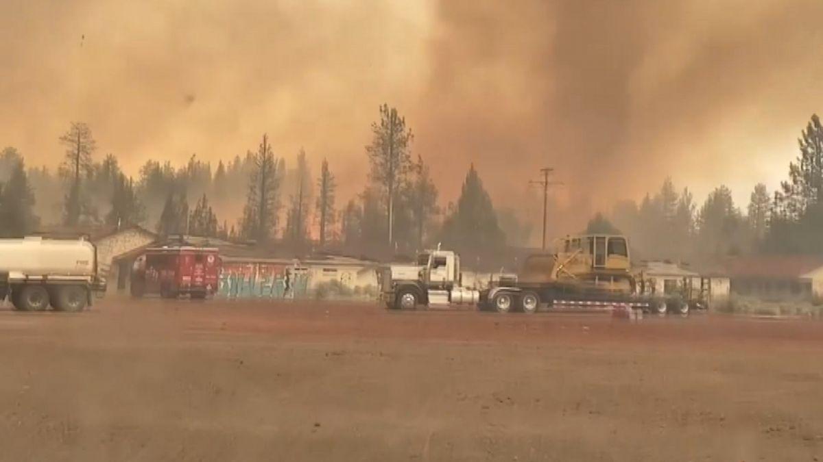 ABD'de orman yangını sırasında 'alev hortumu' çıktı #3