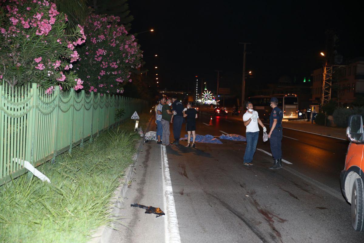 Antalya da aşırı hızlı otomobilin çarptığı Polonyalı çift öldü #3