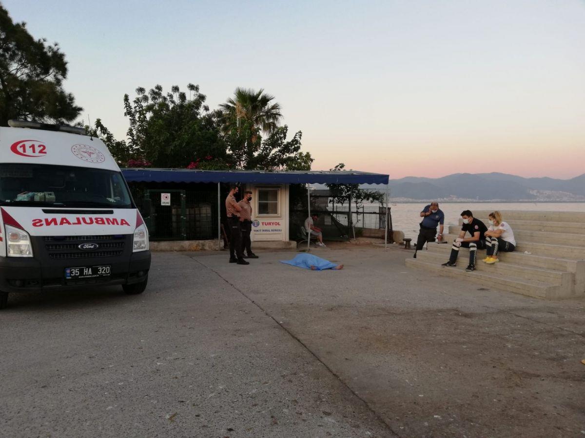 İzmir'de sahilde erkek cesedi bulundu #1