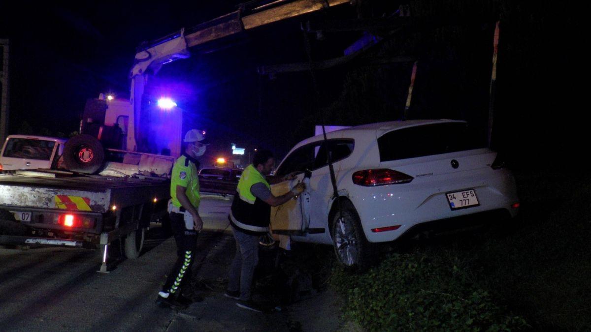 Ümraniye'de makas atarak ilerleyen otomobil, başka bir araca çarptı #6