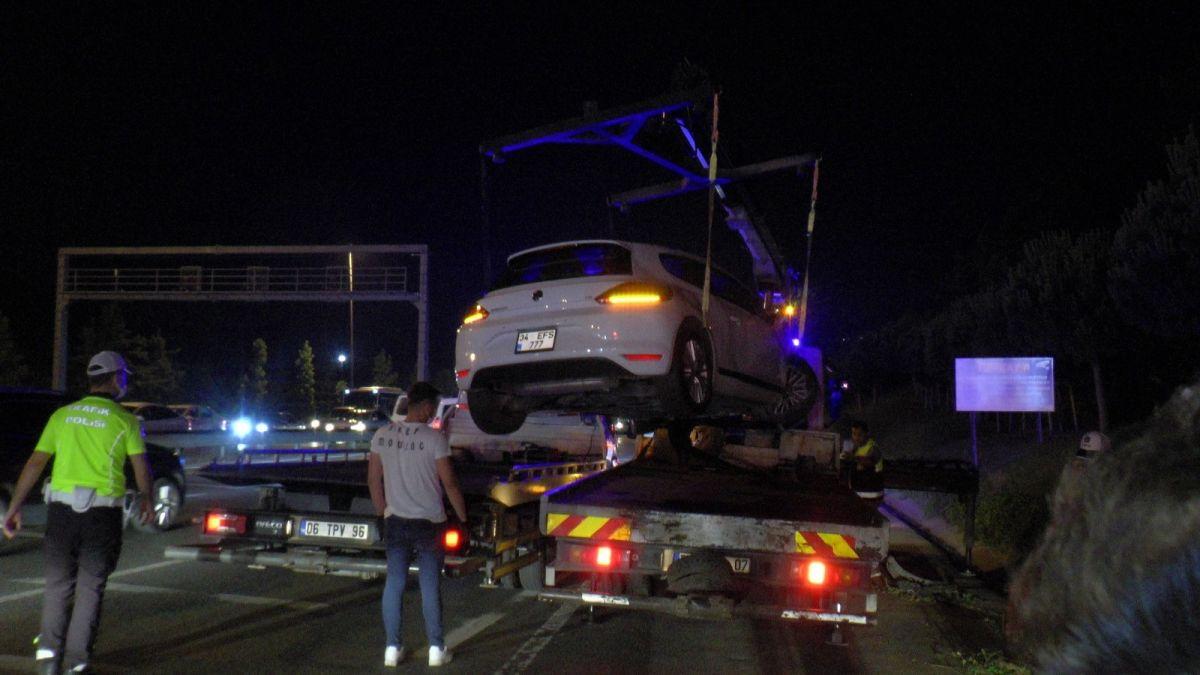 Ümraniye'de makas atarak ilerleyen otomobil, başka bir araca çarptı #7