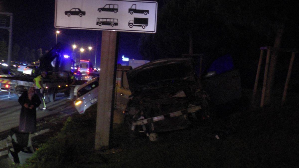 Ümraniye'de makas atarak ilerleyen otomobil, başka bir araca çarptı #2