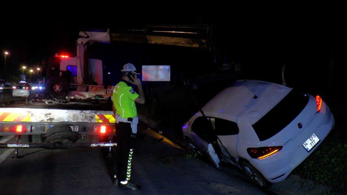 Ümraniye'de makas atarak ilerleyen otomobil, başka bir araca çarptı #4