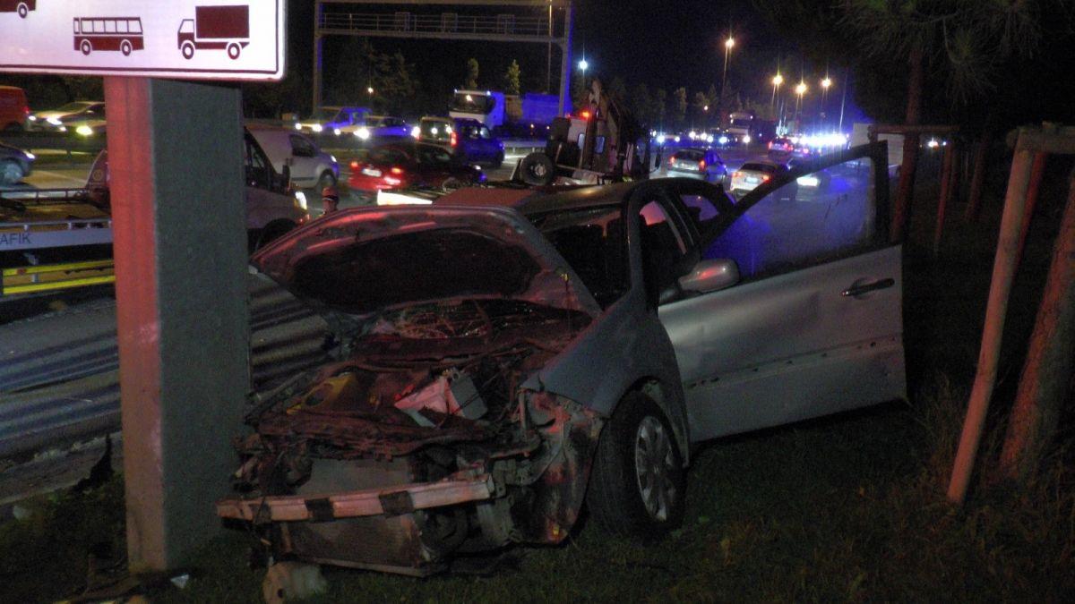 Ümraniye'de makas atarak ilerleyen otomobil, başka bir araca çarptı #5