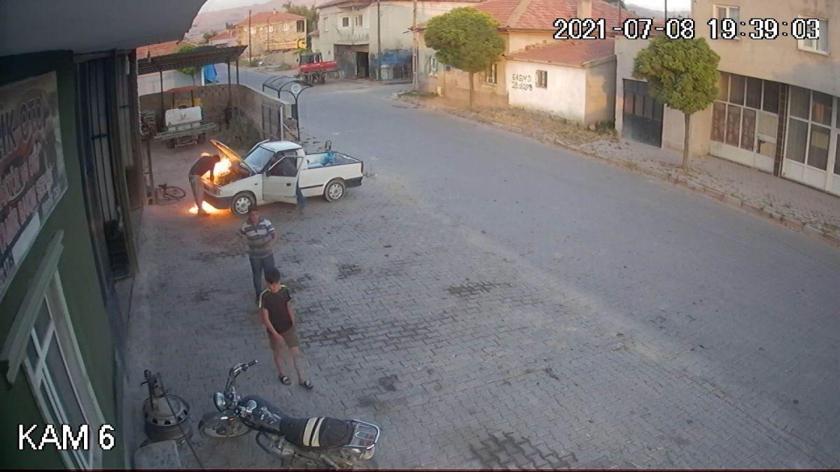 Kayseri de oto tamircisi, yanan araçtan son anda uzaklaştı #1