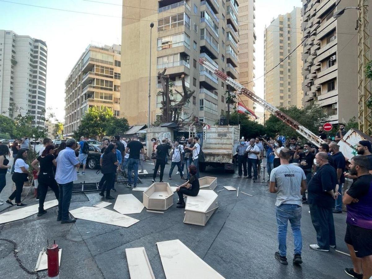 Beyrut Limanı patlamasında yakınlarını kaybeden ailelerden tabutlu protesto #2