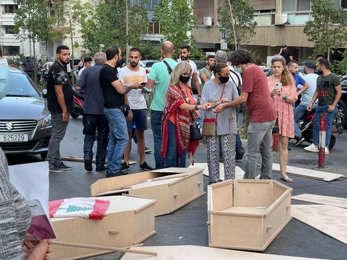 Beyrut Limanı patlamasında yakınlarını kaybeden ailelerden tabutlu protesto #6
