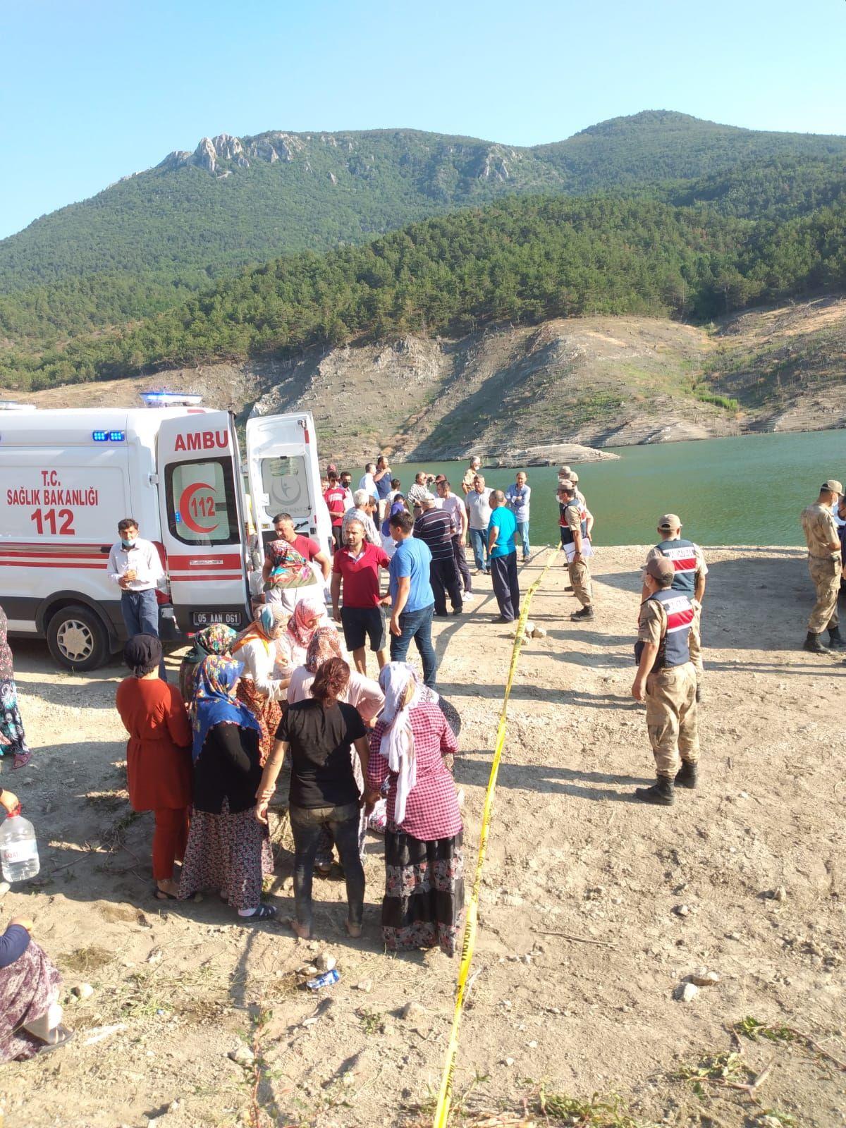 Amasya da barajda kaybolan 5 kişilik aileden 2 sinin cesedine ulaşıldı #1