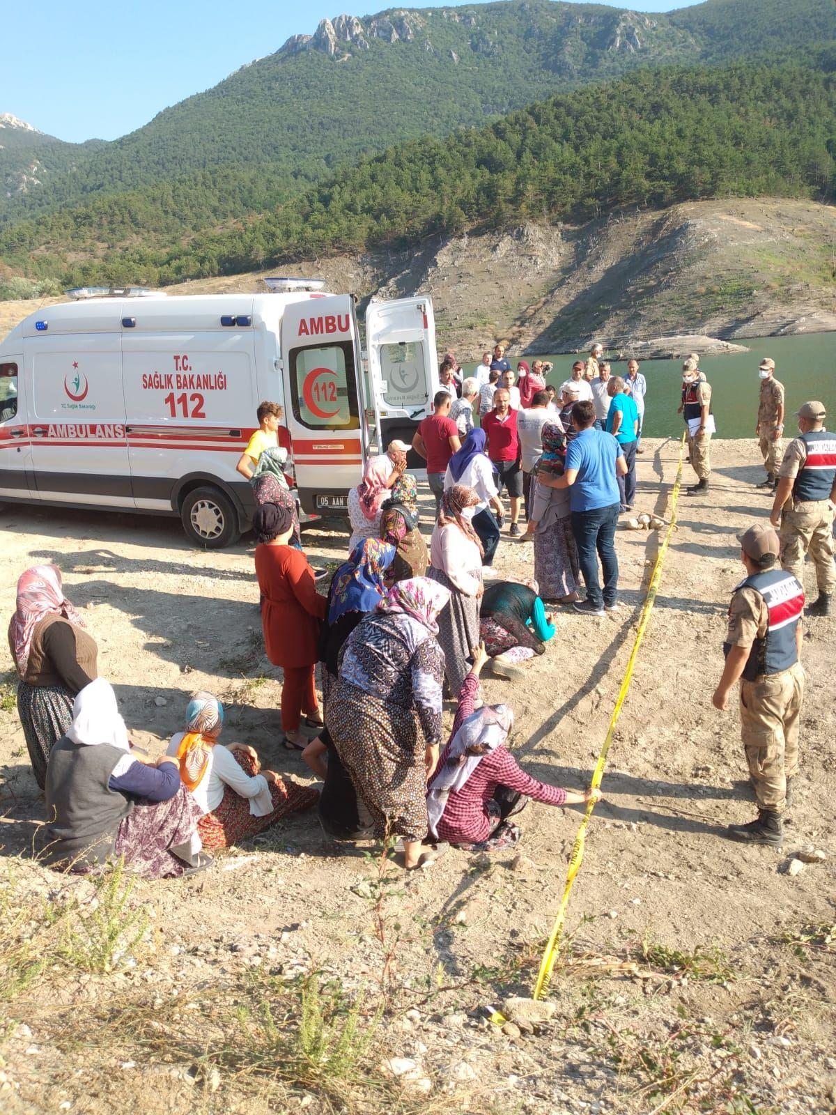 Amasya da barajda kaybolan 5 kişilik aileden 2 sinin cesedine ulaşıldı #3