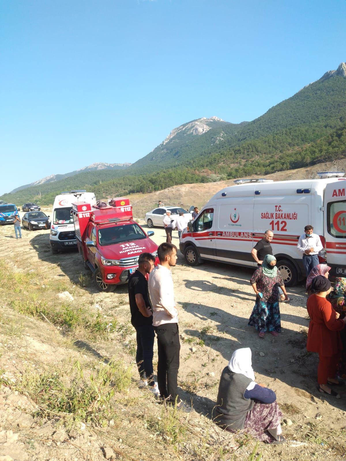 Amasya da barajda kaybolan 5 kişilik aileden 2 sinin cesedine ulaşıldı #5