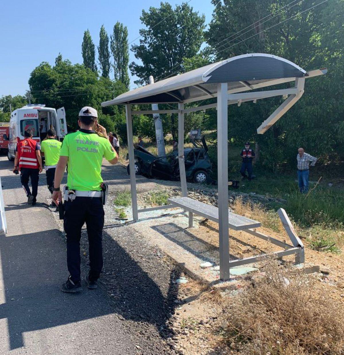 Isparta da trafik kazası: 2 si ağır 5 yaralı #4