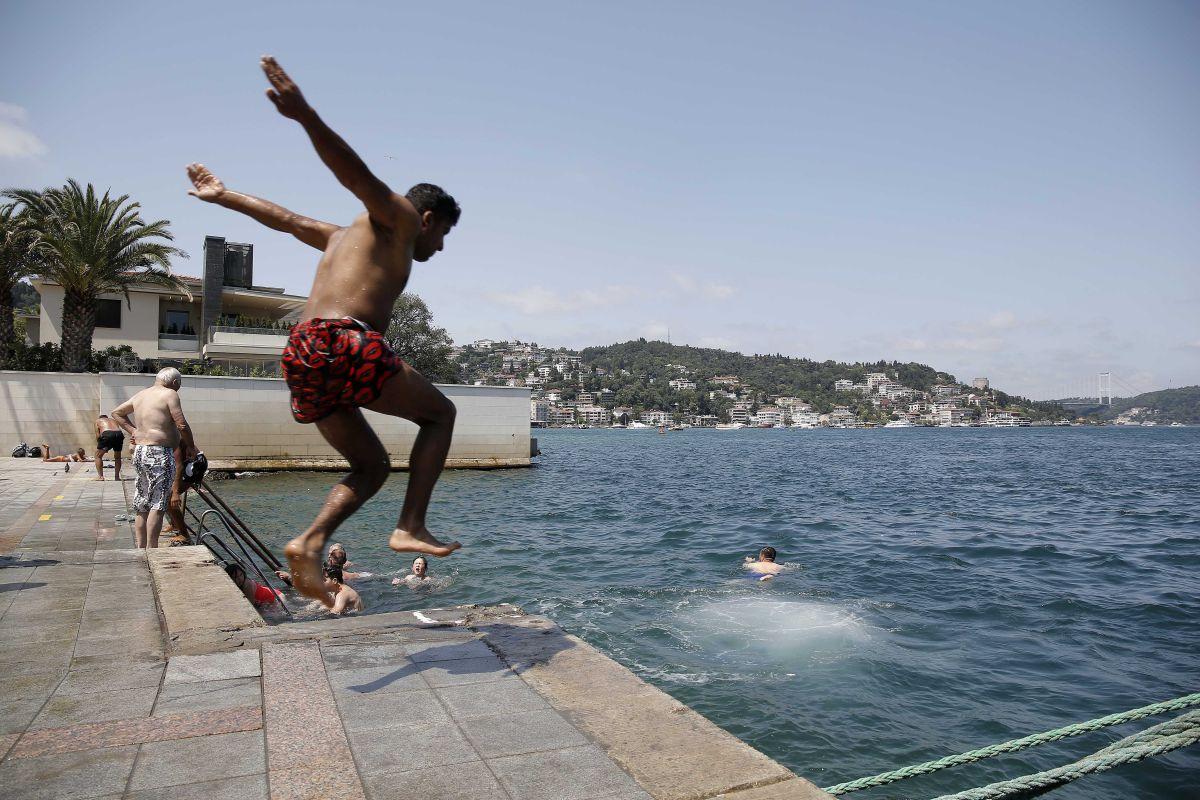 İstanbul'da hissedilen sıcaklık 42 dereceyi buldu #3
