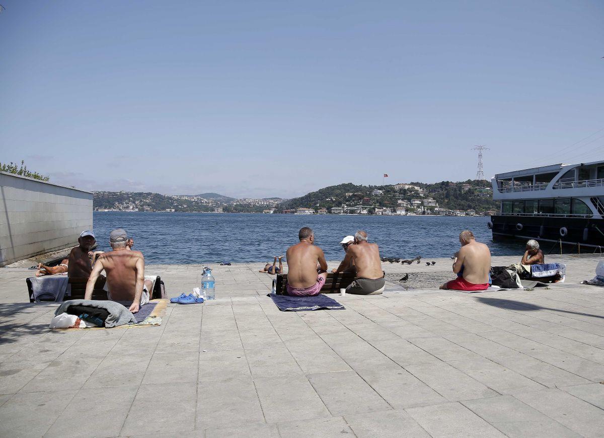 İstanbul'da hissedilen sıcaklık 42 dereceyi buldu #1