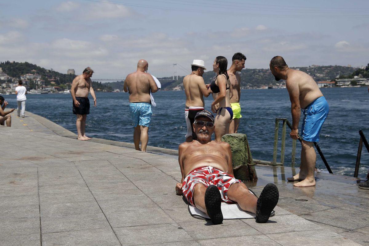 İstanbul'da hissedilen sıcaklık 42 dereceyi buldu #8