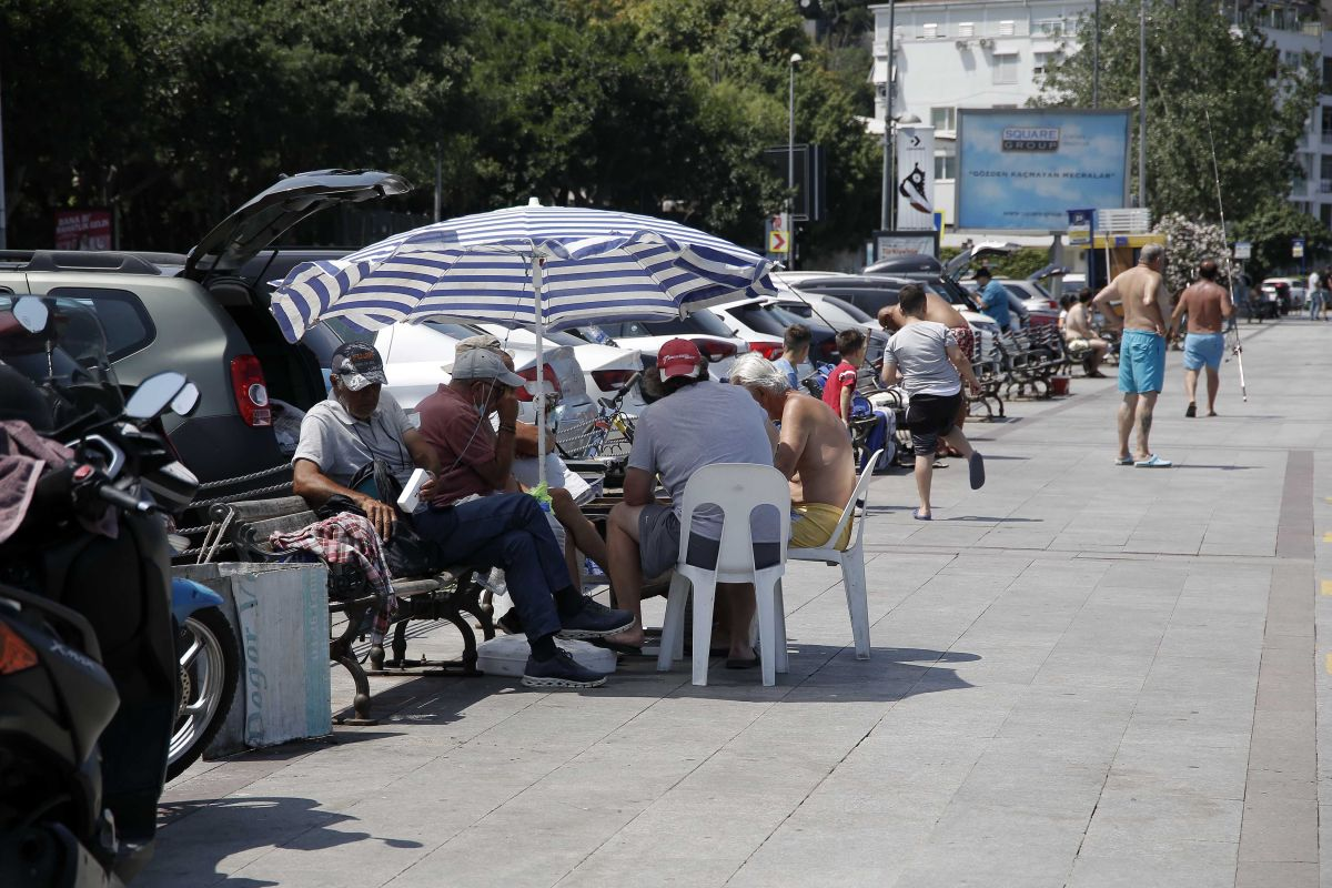 İstanbul'da hissedilen sıcaklık 42 dereceyi buldu #4