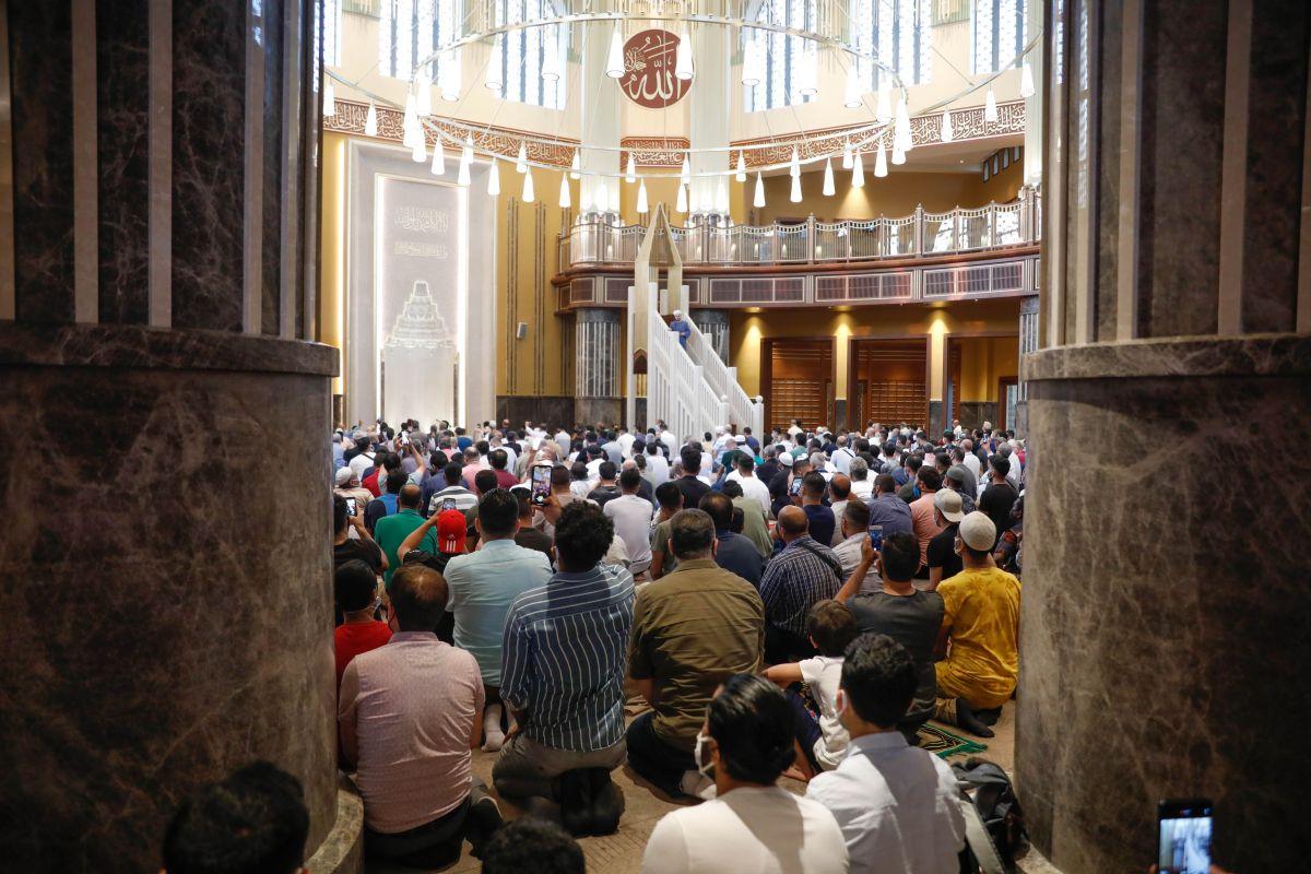 Taksim Camii nde ilk bayram namazı kılındı #10