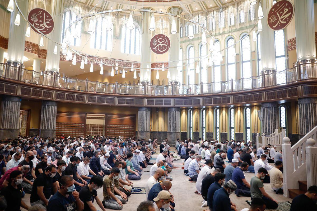 Taksim Camii nde ilk bayram namazı kılındı #7