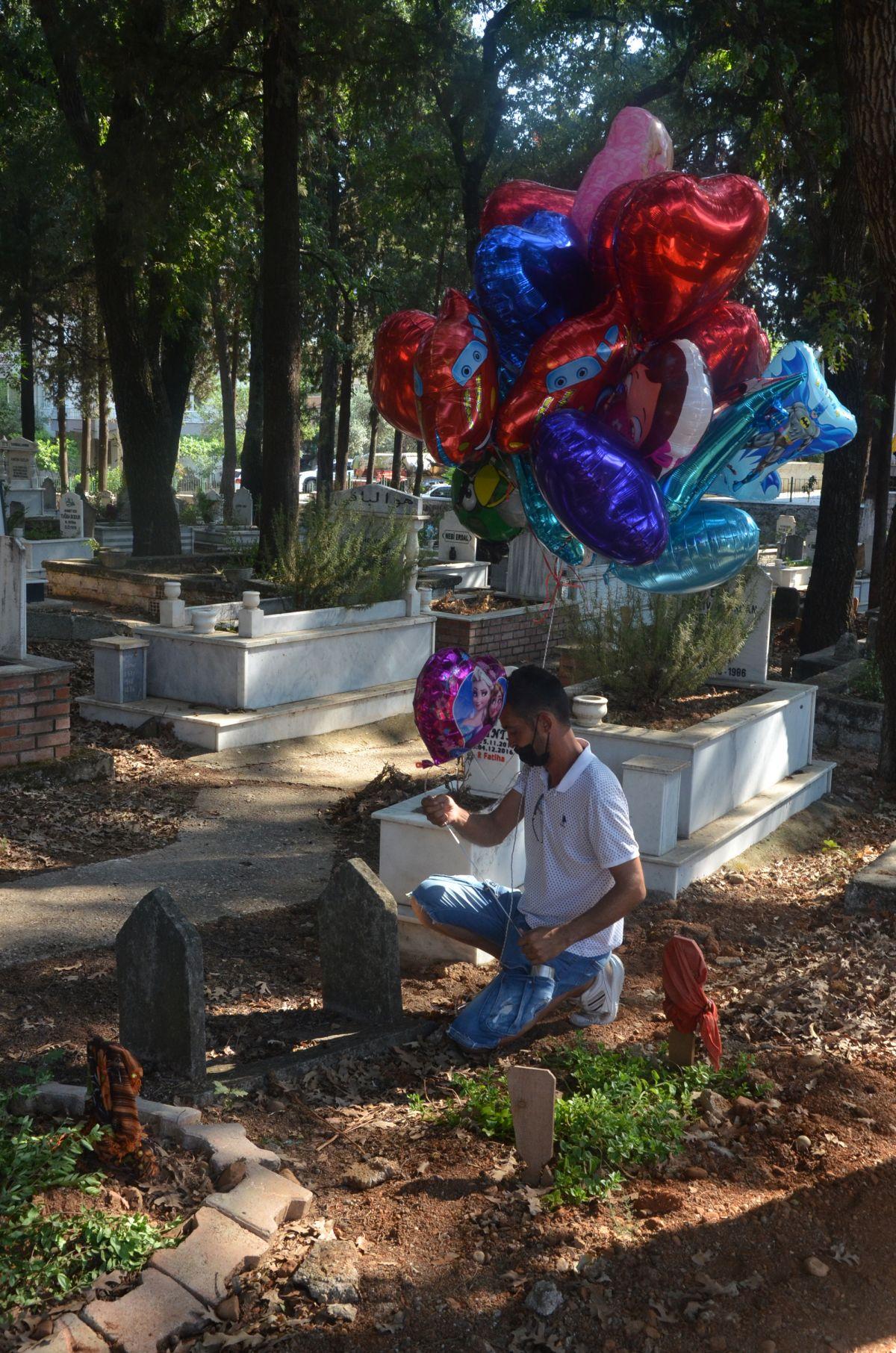 Antalya da baloncunun, çocuk mezarlarına balon bağlaması yürek burktu #2