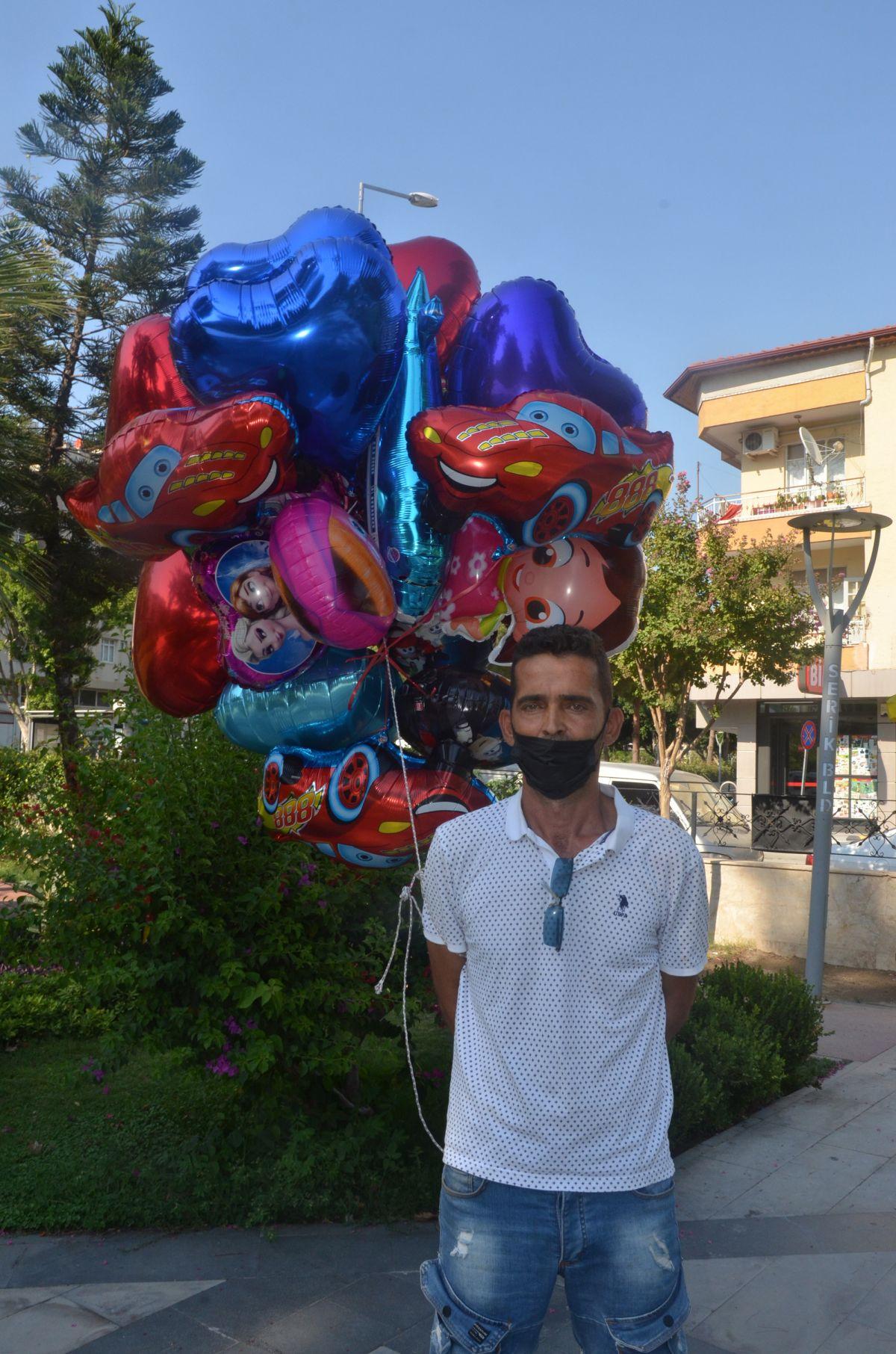 Antalya da baloncunun, çocuk mezarlarına balon bağlaması yürek burktu #1