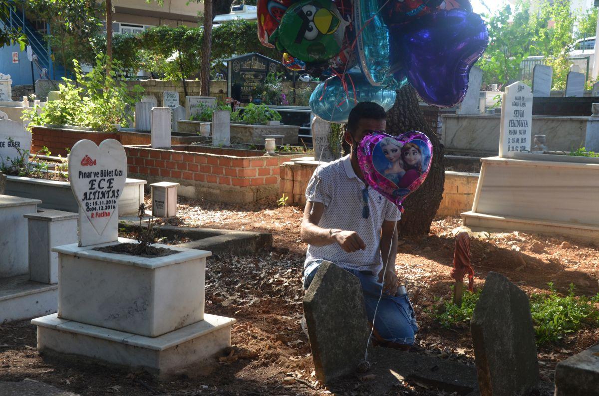 Antalya da baloncunun, çocuk mezarlarına balon bağlaması yürek burktu #5