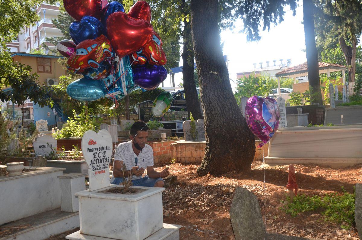 Antalya da baloncunun, çocuk mezarlarına balon bağlaması yürek burktu #6