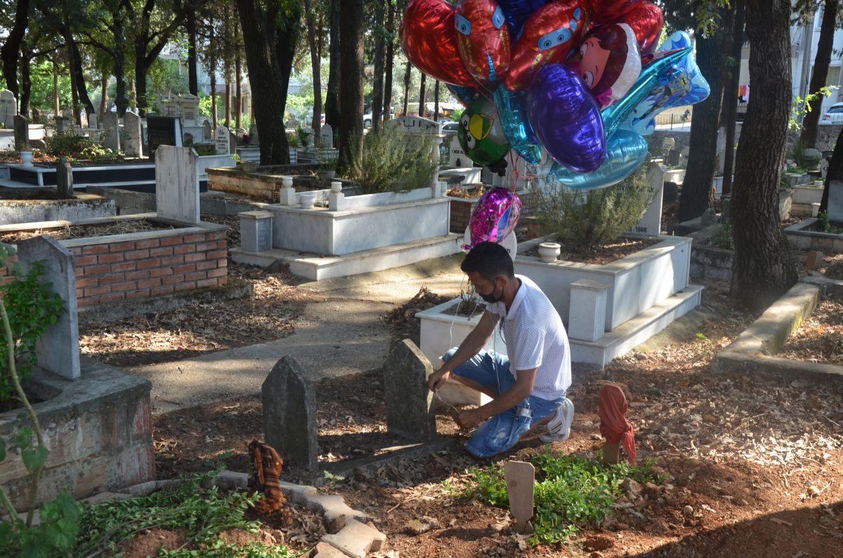 Antalya da baloncunun, çocuk mezarlarına balon bağlaması yürek burktu #4