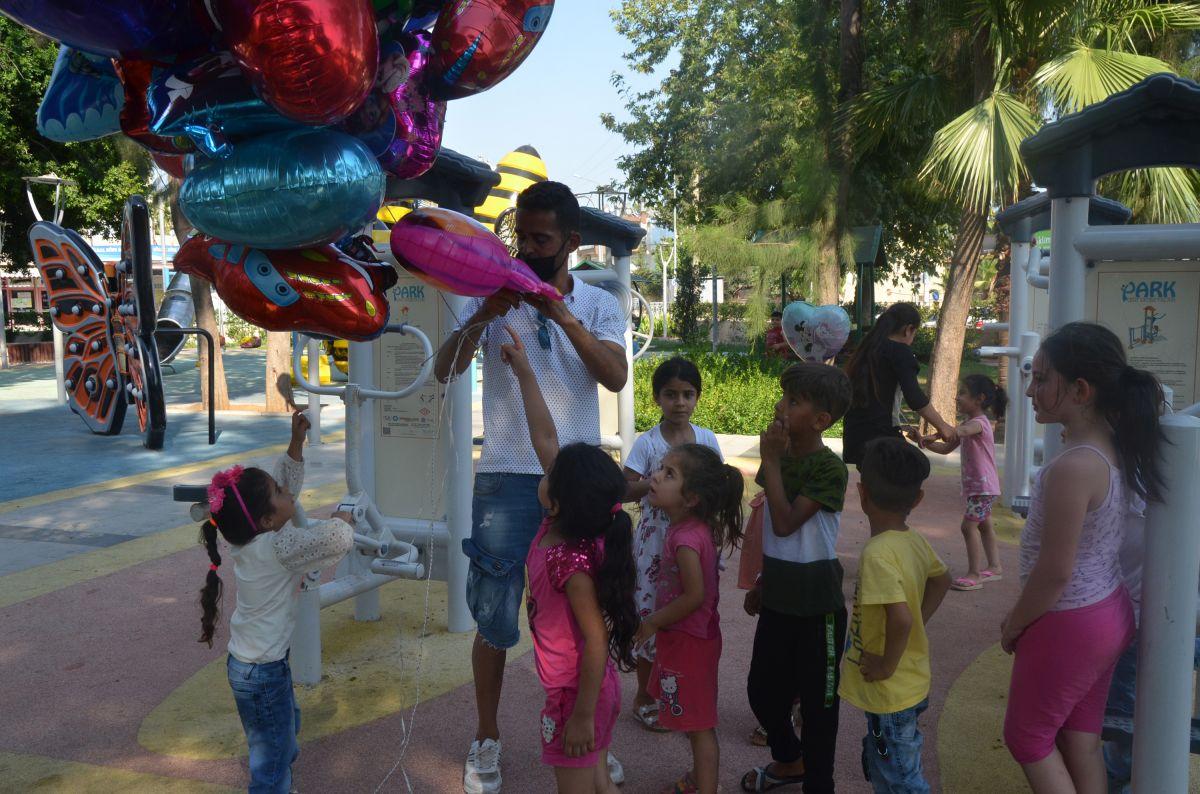 Antalya da baloncunun, çocuk mezarlarına balon bağlaması yürek burktu #3