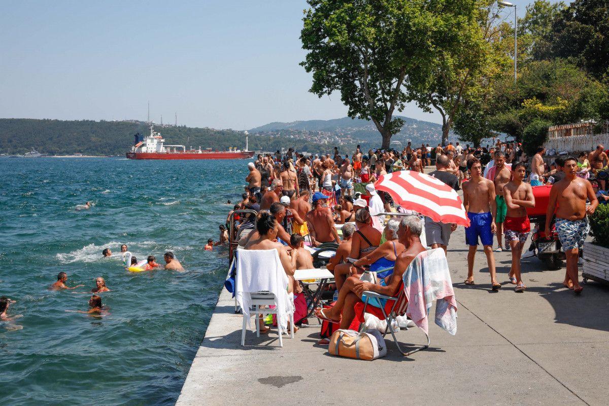 İstanbul da sıcaktan bunalanlar boğaza akın etti #4