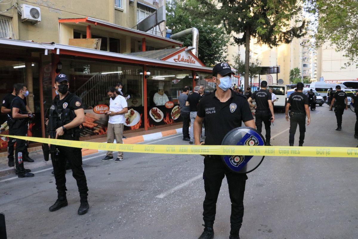 Adana da hastane otoparkında silahlı saldırıya uğrayan baba ile oğlu yaralandı #3