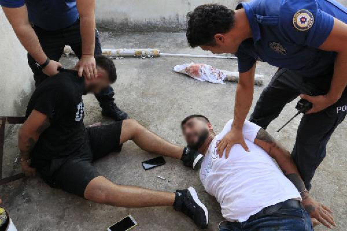 Adana da hastane otoparkında silahlı saldırıya uğrayan baba ile oğlu yaralandı #7