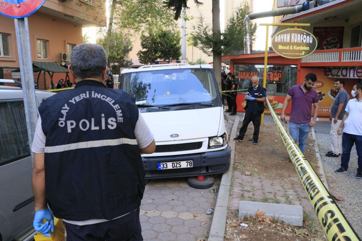 Adana da hastane otoparkında silahlı saldırıya uğrayan baba ile oğlu yaralandı #5