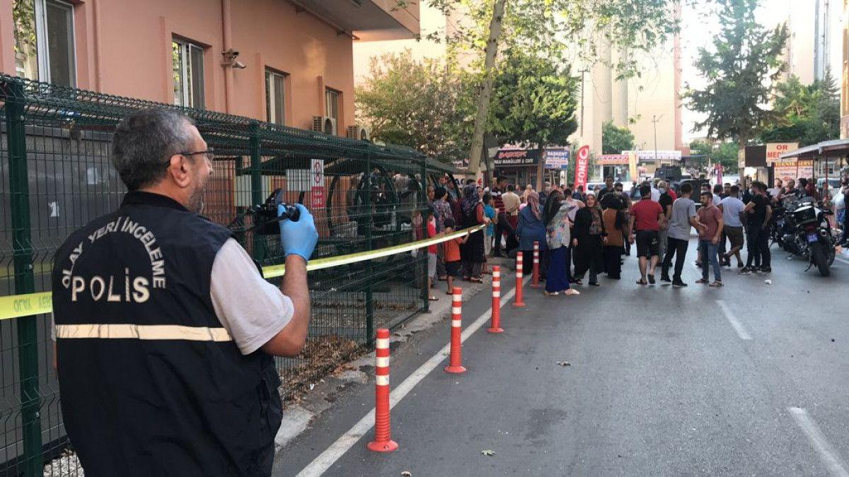 Adana da hastane otoparkında silahlı saldırıya uğrayan baba ile oğlu yaralandı #9