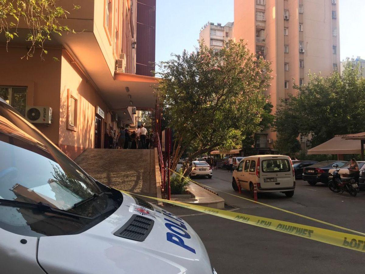 Adana da hastane otoparkında silahlı saldırıya uğrayan baba ile oğlu yaralandı #11