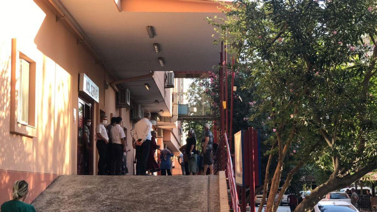 Adana da hastane otoparkında silahlı saldırıya uğrayan baba ile oğlu yaralandı #10