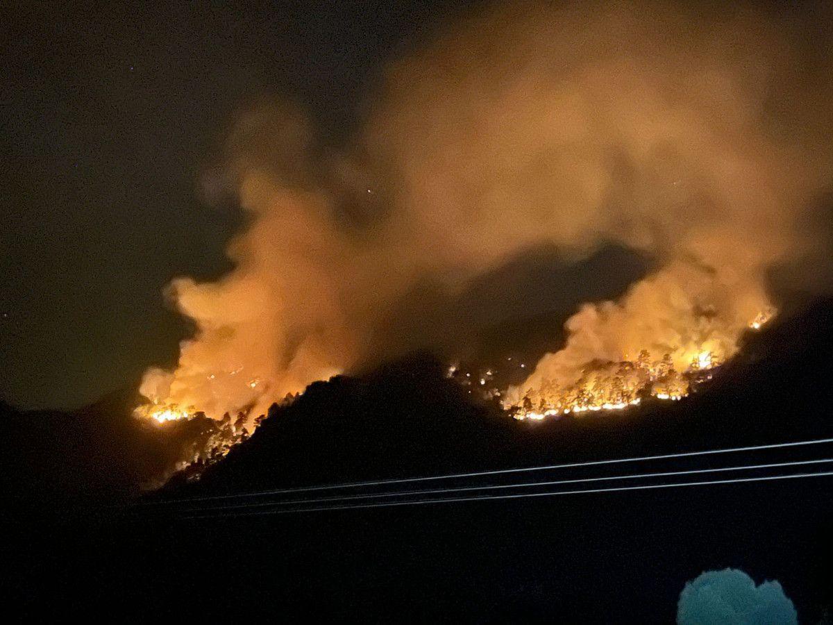 Isparta daki yangına gece görüşlü helikopterle müdahale #5