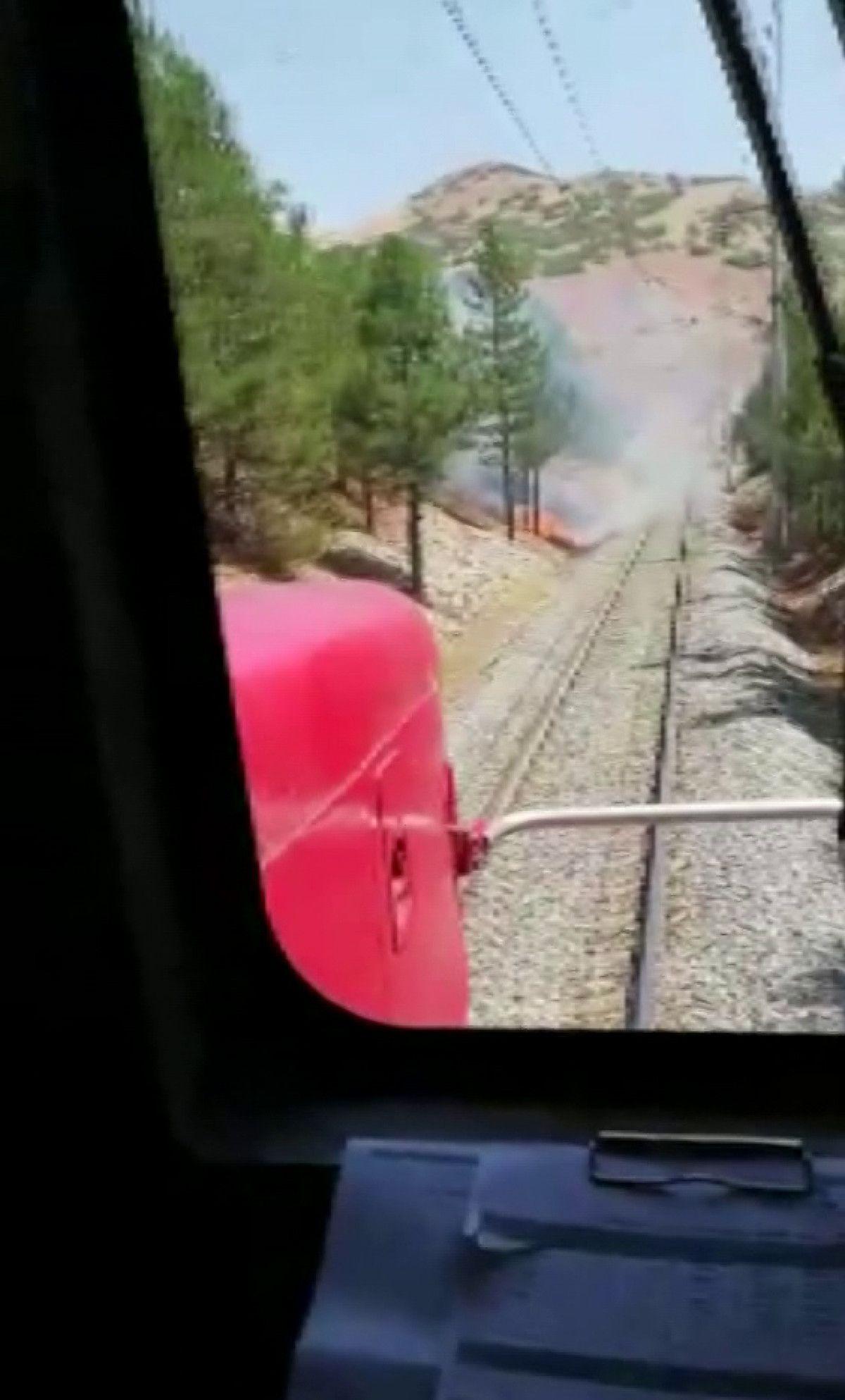 Sivas ta makinistler treni durdurup yangını söndürdü #3