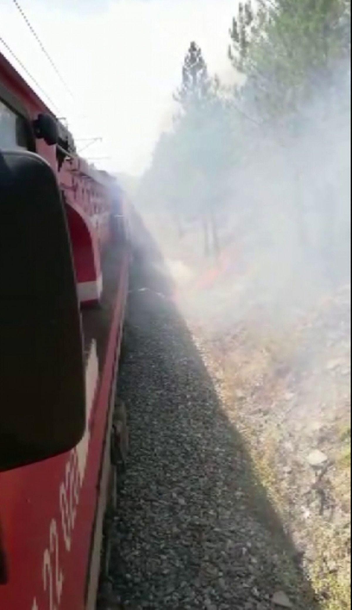 Sivas ta makinistler treni durdurup yangını söndürdü #4