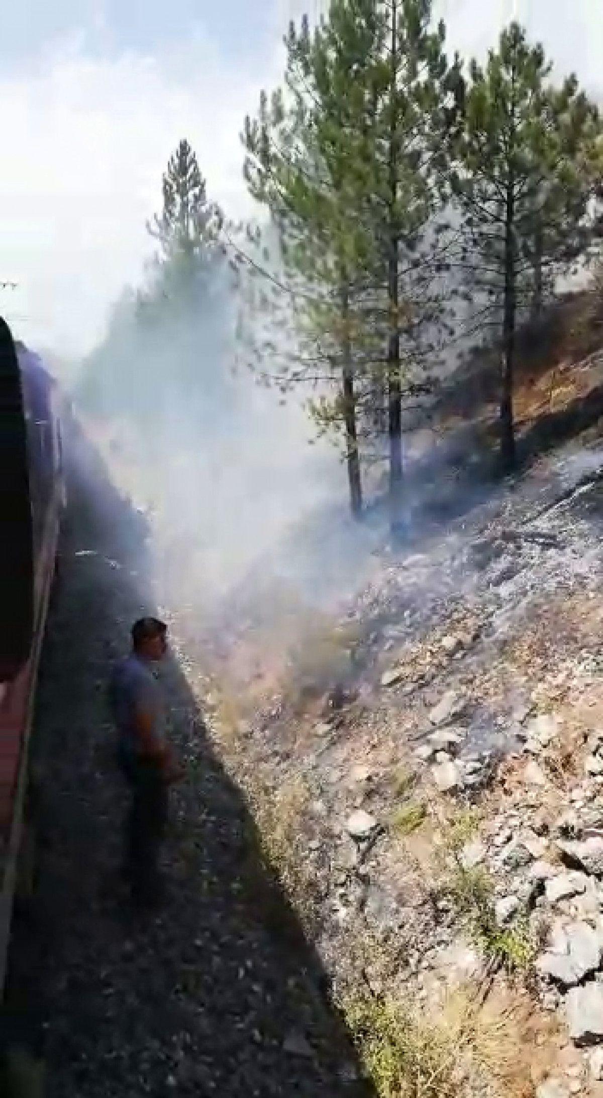 Sivas ta makinistler treni durdurup yangını söndürdü #6