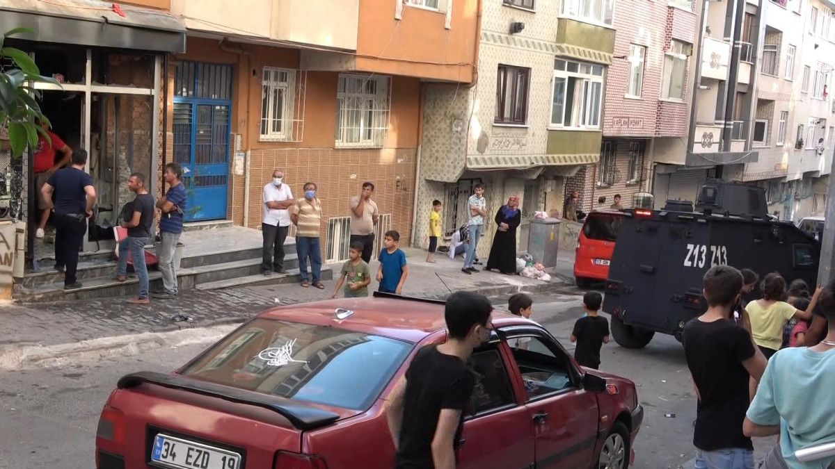 Sultangazi de korsan taksi durağını ateşe verildi #5