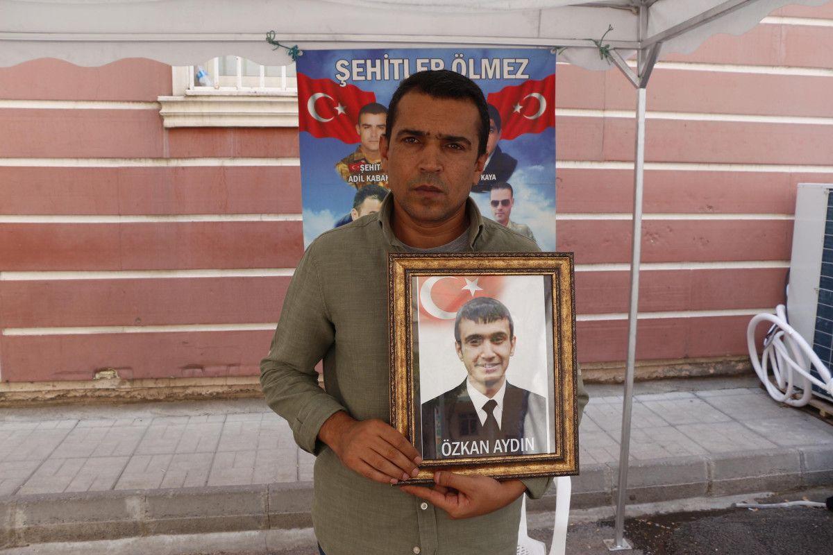 Diyarbakır HDP binası önündeki baba: Oğlumu PKK ya sattılar #7