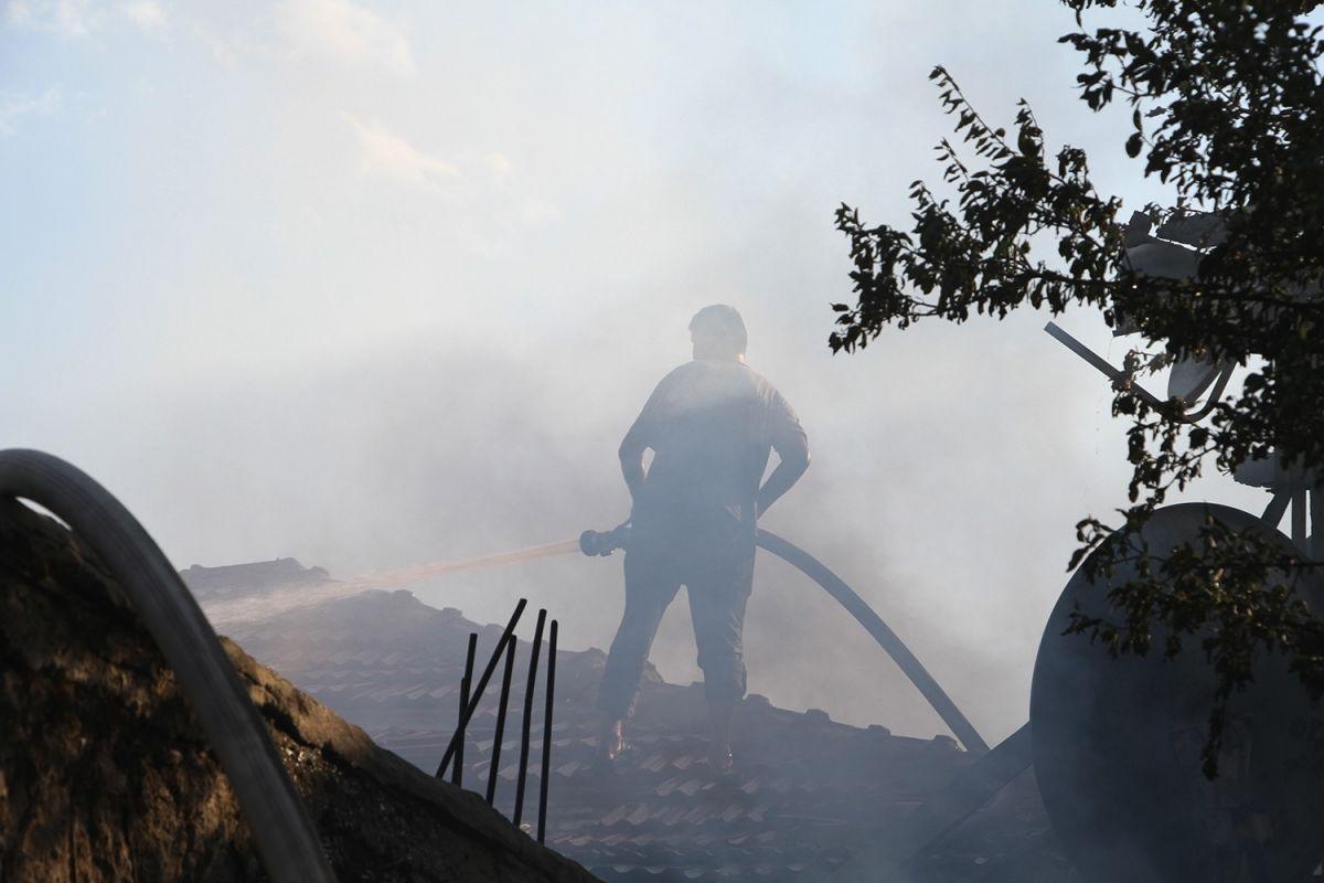 Manisa da bir kişi bahçede yemek pişirmek isterken evi yaktı #5