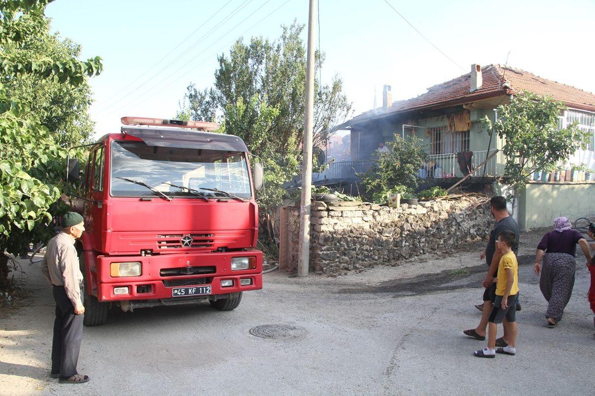 Manisa da bir kişi bahçede yemek pişirmek isterken evi yaktı #6
