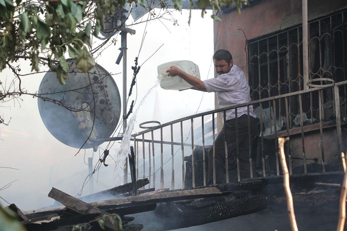 Manisa da bir kişi bahçede yemek pişirmek isterken evi yaktı #3