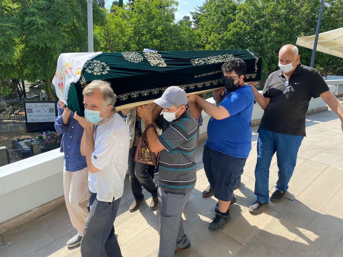 Türk Sanat Müziği Sanatçısı Aysel İpar ın cenaze namazı kılındı #6