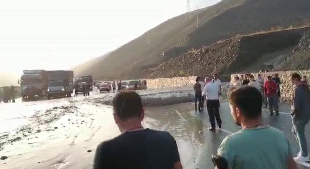 Erzincan-Sivas karayolunda heyelan meydana geldi -1